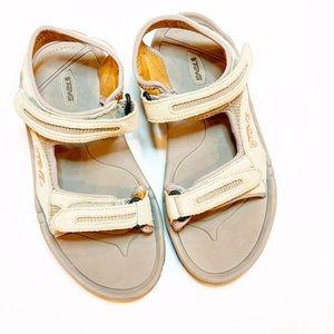 nwot TEVA sandals